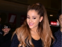 Ariana Grande tweets back at rumors she insulted fans