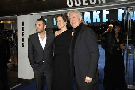 Sam Worthington, Sigourney Weaver and James Cameron at the London premiere of Avatar