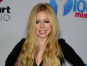 Avril Lavigne went partying without her giant wedding ring