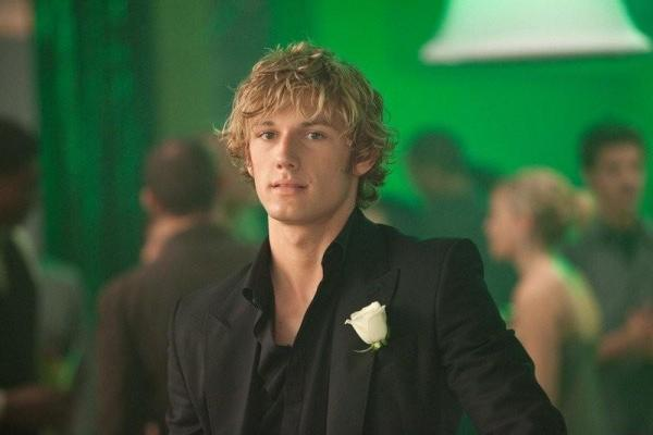 Alex Pettyfer is the beast in Beastly