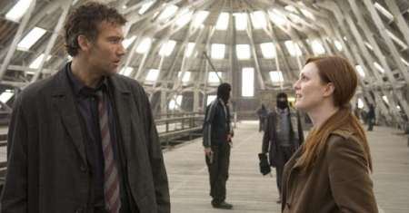 Clive Owen with Julianne Moore in Children of Men