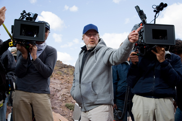 Ridley Scott working the cameras on Body of Lies