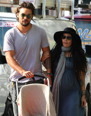Lisa and her boyfriend Jason Mornoa walking in NYC