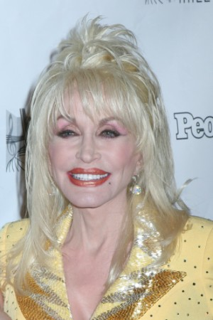 Dolly dazzles the contestants on Idol