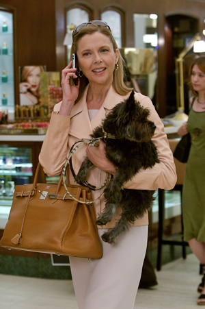 Annette goes shopping in The Women