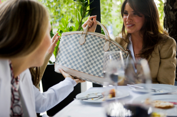 How to choose the right handbag for your body type