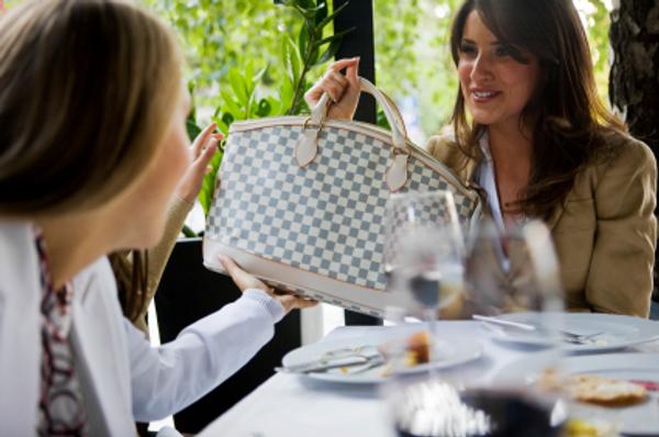 Choosing a handbag