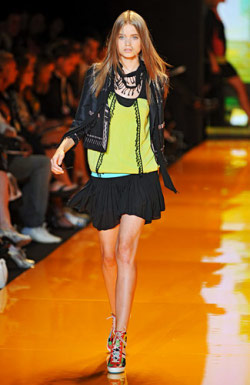 DKNY - Spring 2009 - Mercedes-Benz Fashion Week