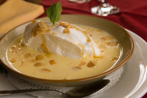 An easy elegant french custard dessert oeufs a la neige for Easy french dessert recipes