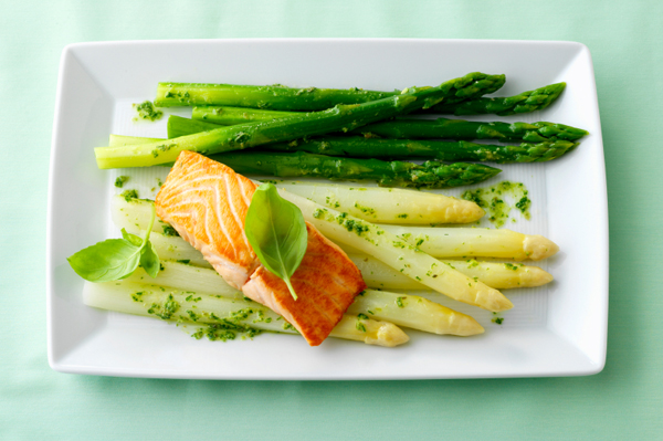 Salmon steak with green and white asparagus