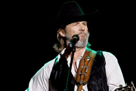 Jeff Bridges sings his way to an Oscar for Best Actor