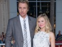 Dax Shepard shows off his ring finger tattoo for Kristen Bell (VIDEO)