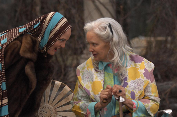 Drew Barrymore and Jessica Lange rivet in Grey Gardens