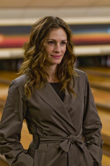 Julia Roberts sports Albert's costumes in Duplicity