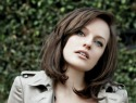 Elisabeth Moss is dying to be a bad girl