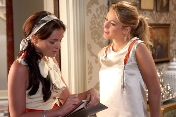 Blair and Serena make a list on Gossip Girl