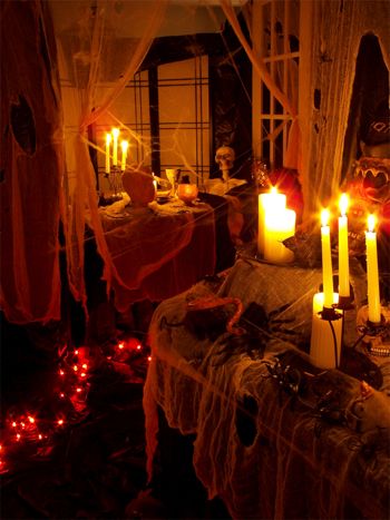 room decorated for halloween party Pick a date and send your invites out ...