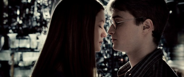 http://cdn.sheknows.com/articles/harry-potter-ginny-kiss(1).jpg