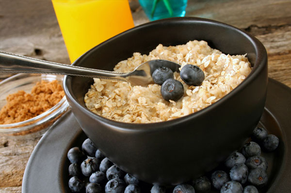Hot oatmeal with blueberries