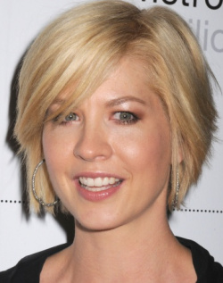 short modified bob jenna elfman right wears a short layered