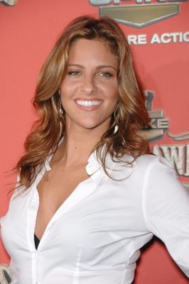 Jill Wagner walks the red carpet