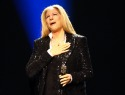 Jimmy Fallon eases Barbra Streisand's nerves, gives her the desk (VIDEO)
