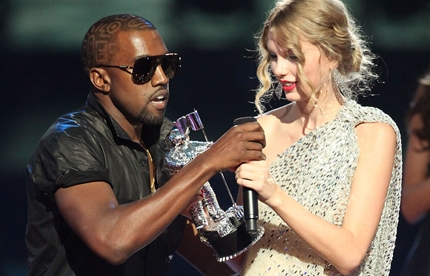 Kayne West interupts Taylor Swift at the VMAs