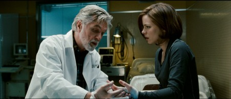 Tom Skerritt and Kate Beckinsale in Whiteout