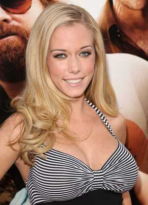 Kendra Wilkinson at the Hollywood premiere of The Hangover