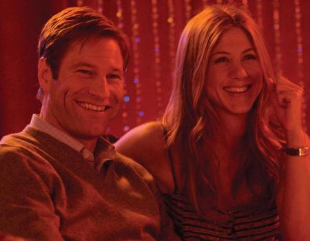 Aaron Eckhart and Jen Aniston in Love Happens