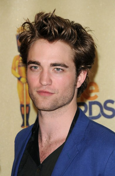 Robert Pattinson on the MTV Movie Awards red carpet