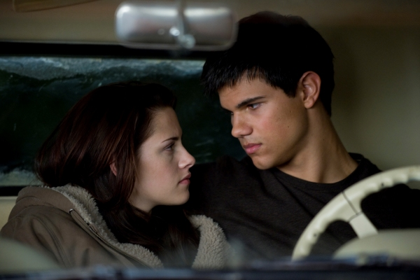 Bella and Jacob have a moment in Twilight Saga: New Moon