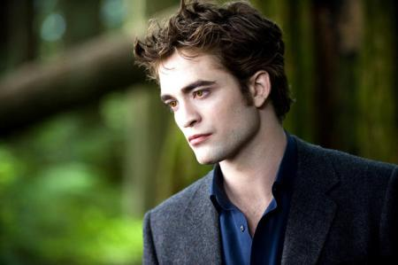 Robert Pattinson is Edward Cullen in New Moon