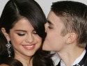 On-off couple Selena Gomez, Justin Bieber escape to Canada