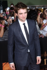 Robert Pattinson chills at the New Moon premiere