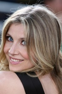 Sarah Chalke walks Emmy's red carpet