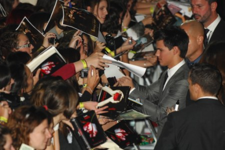 Taylor Lautner greets fans at the London premiere of The Twilight Saga: New Moon
