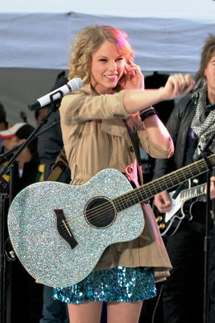 Last year, she snagged the same statues for her video, Our Song. In Swift's