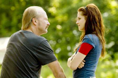 William Hurt and Kristen Stewart in The Yellow Handkerchief