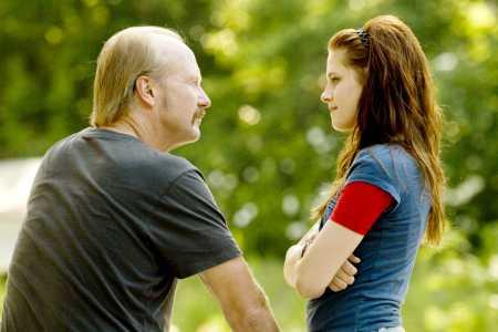 William Hurt and Kristen Stewart in The Yellow Handkerchief