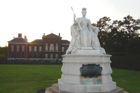 SheKnows visited Kensington Palace and Queen Victoria's memorial in October