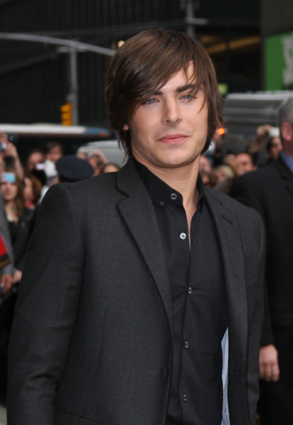 Zac Efron at the premiere of 17 Again