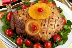 Glazed Ham with Pineapple and Cloves