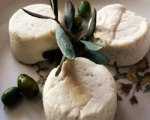 Sage shortbread with goat cheese