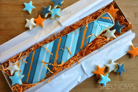 Father&#039;s Day sugar cookie necktie