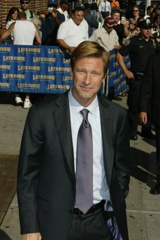 "Aaron Eckhart departs the ""Late Show with David Letterman"""