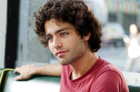 Adrian Grenier looks handsomely boyish in The Devil Wears Prada