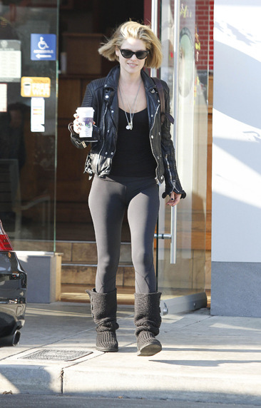 Ali Larter on a coffee run