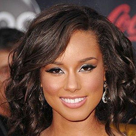Alicia Keys red carpet close-up