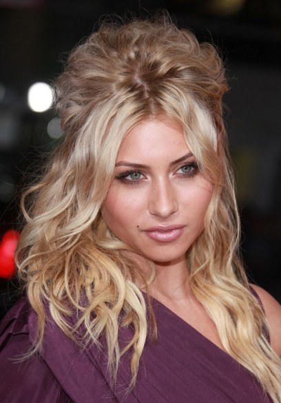 Aly Michalka's gorgeous, blonde hairstyle